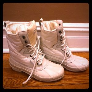 Winter white Tretorn snow boots